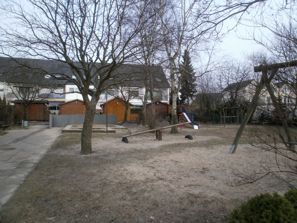 On the Superiority of German Playgrounds: A Photo-Essay with a Dubious Argument and One-sided Evidence (1/6)